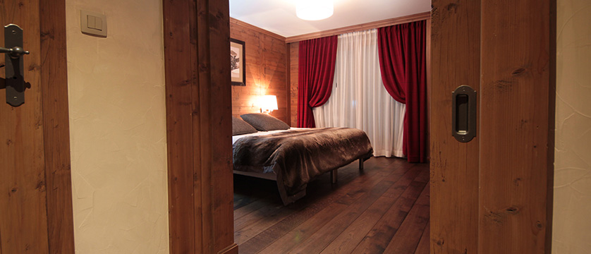 Hotel Les Champs Fleuris, Morzine, France - bedroom 2.jpg